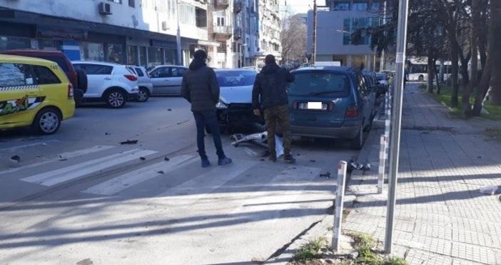 Снимка Varna24.bg  Катастрофа между таксиметров автомобил и лек автомобил