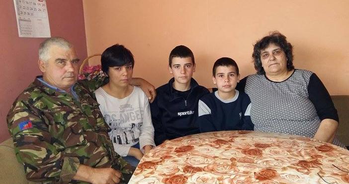 monitor.bgСнимка:borbabg.comКирил и Румяна Славеви с част от многолюдната си челяд.Българско
