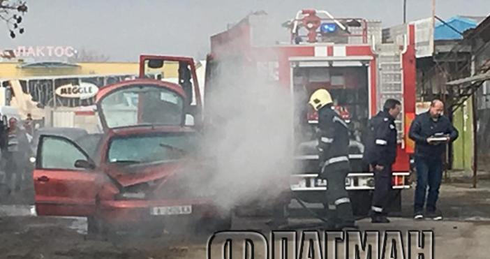 Снимка Флагман.бгФиат с бургаска регистрация пламна като факла преди минути