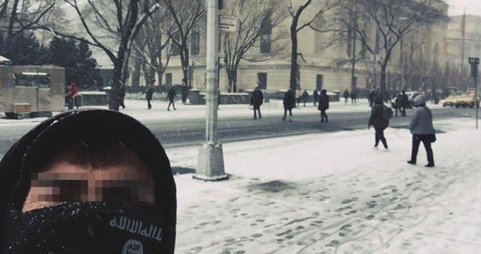 Мъжете със символи символи на ИДИЛ позираха на фона на