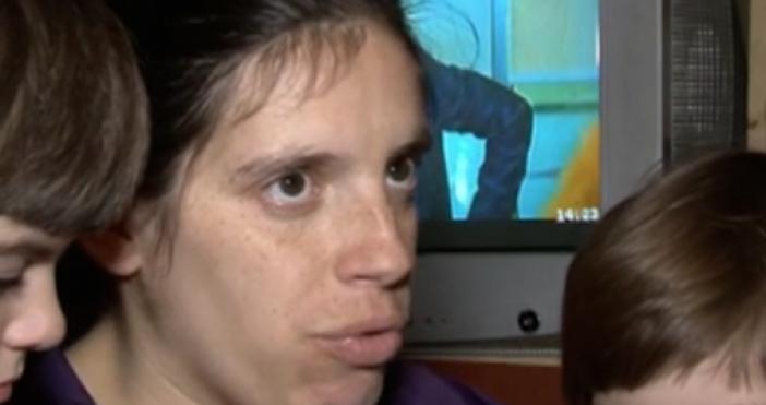 Ивелина Митева е на 31, самотна майка с три малки