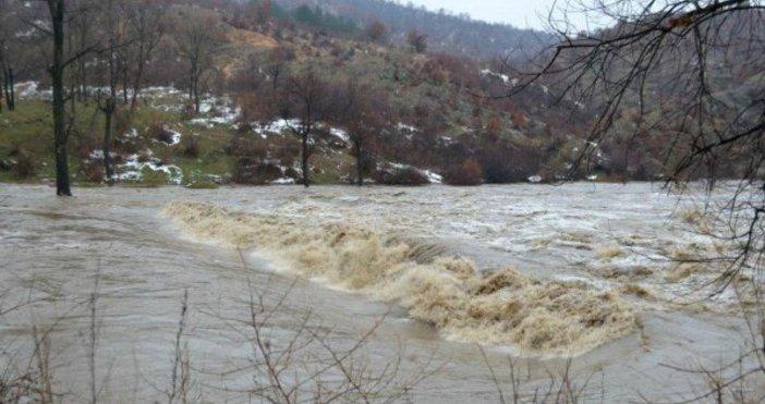 Заради очакваните обилни валежи от МВР-Бургас съветват хората да избягват
