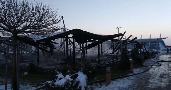 Източник: Огнян Зеленков / FacebookЗаведение за хранене изгоря в София.