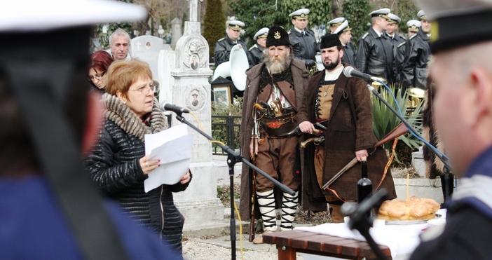 С църковен и военен ритуал днес на старите гробища във