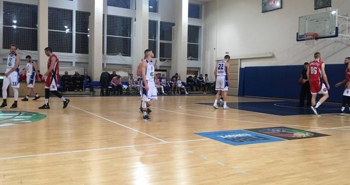 Баскетболният тим на Икономически университет-Варнаизлезе еднолично на второ място в