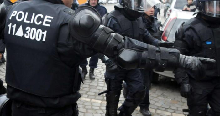 Полицията в Лондон проверява помещение в британския парламент във връзка