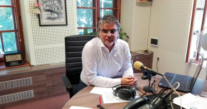 Председателят на комисията по плажен футбол Николай Чернев и националният