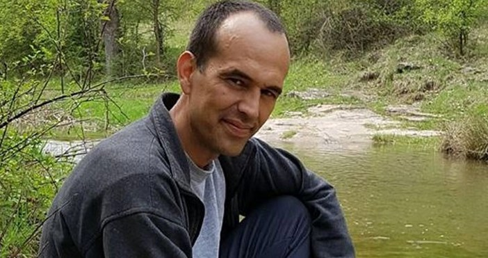Тихомир е млад мъж на 36 години, който се бори