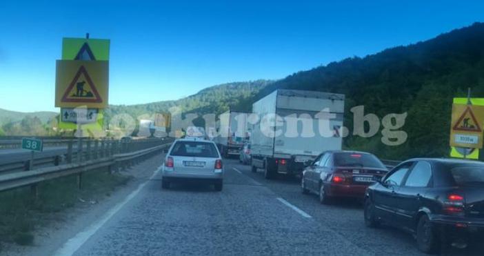 Снимка: konkurent.bgОгромно задръстване се е образувало на автомагистрала