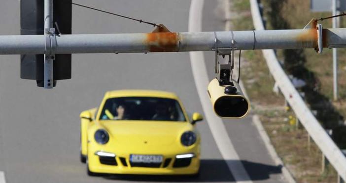 Пътищата в страната да бъдат опасани с камери за средна