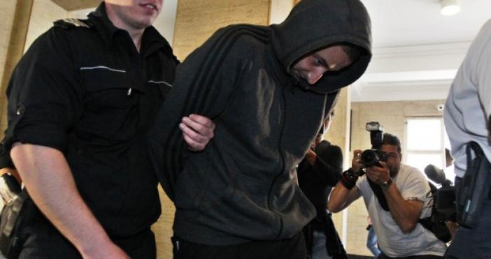 Адвокатът Васил Крумов, защитаващ Йордан Исаев, който уцели с бомбичка