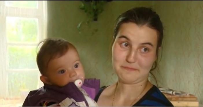 Младо семейство с 8-месечно бебе е заплашено да остане на
