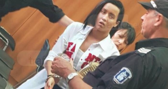 Снимкаtrafficnews.bgРимейк на предишната си роля в съда направи днес 21-годишната