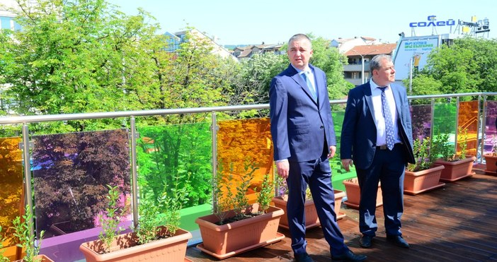 снимки Live.Varna.bgМладежкият дом във Варна вече е с обновена визия