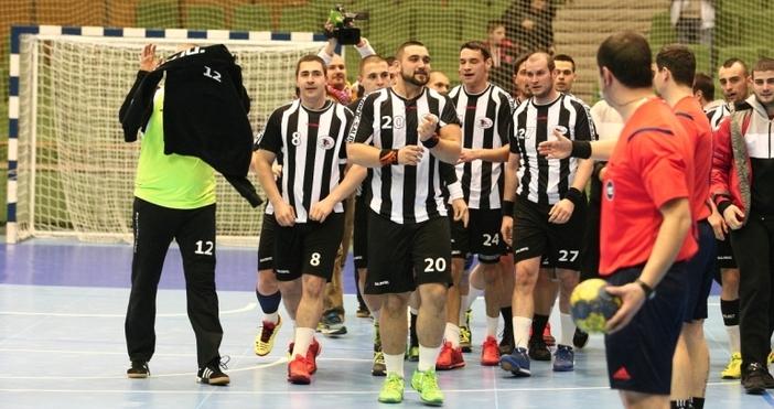 Хандбалният Локомотив стана шампион на България за втори пореден път.Преди