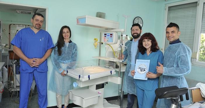 """Снимка: Сдружение """"Аз Вярвам и Помагам"""" дариха скъпоструващ бебешки реанимационен кът с отоплител за новородени на АГ Варна"""