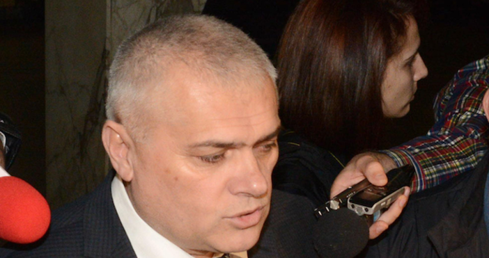 Министърът на вътрешните работи Валентин Радев се разплака след емоционално