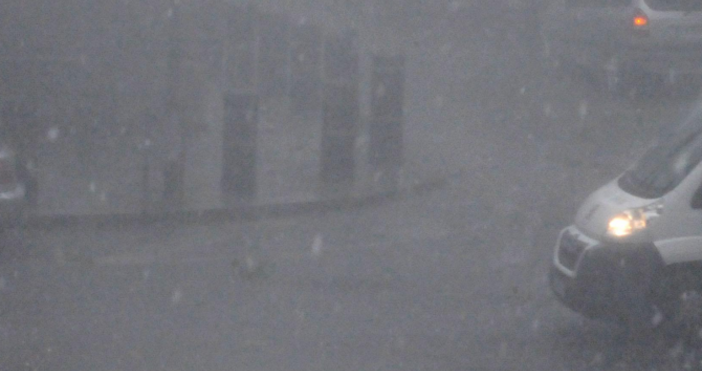 Изключително затруднено е придвижването в Кюстендил - заради обилния дъжд