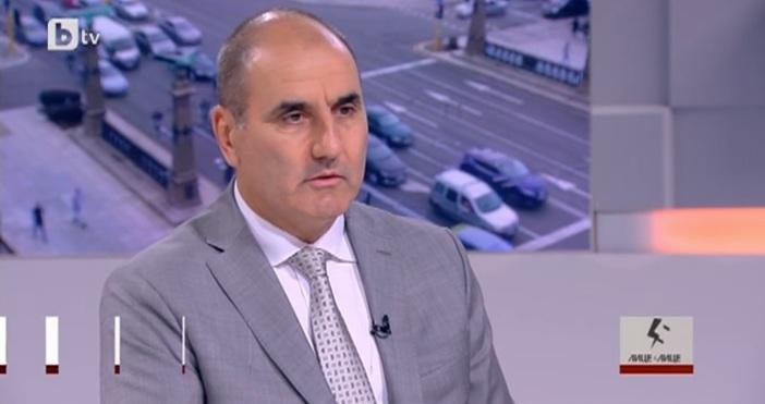 Министърът на вътрешните работи Валентин Радев не трябва да подава