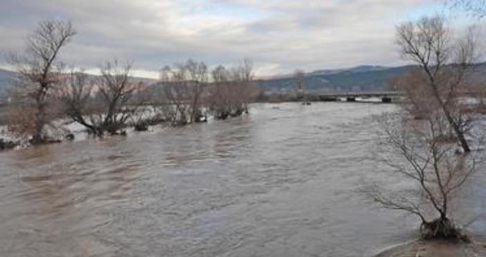 Трупът на мъж е бил открит в реката във врачанското