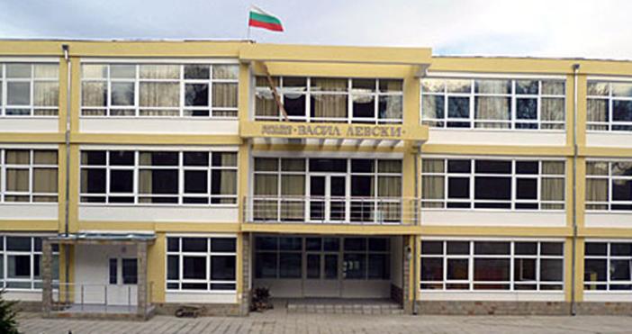 снимка Live.Varna.bgДокументацията от извършено конструктивно обследване на сградата на Начално