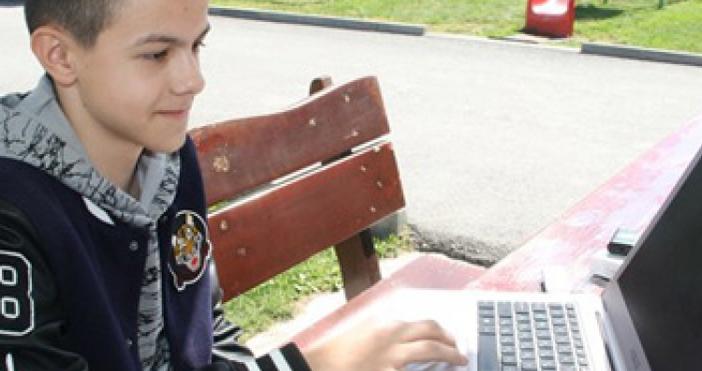 12-годишният ученик Радостин Чолаков от доспатското село Барутинразработил две приложения