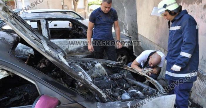 Лек автомобил БМВ, собственост на 23-годишнахасковлийка, е изгорял напълно тази