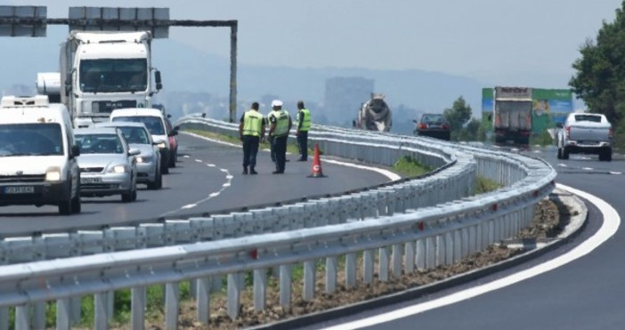 снимка, Булфото (архив)Катастрофа блокира движението в района на 230 километър