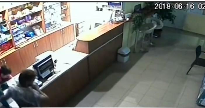 Нападателят бил 17-годишенСмела касиерка предотврати грабеж на бензиностанция в Симеоновград.