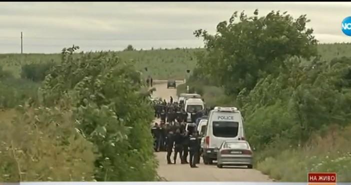 Под полицейска блокада е районът между три села в областтаАкцията