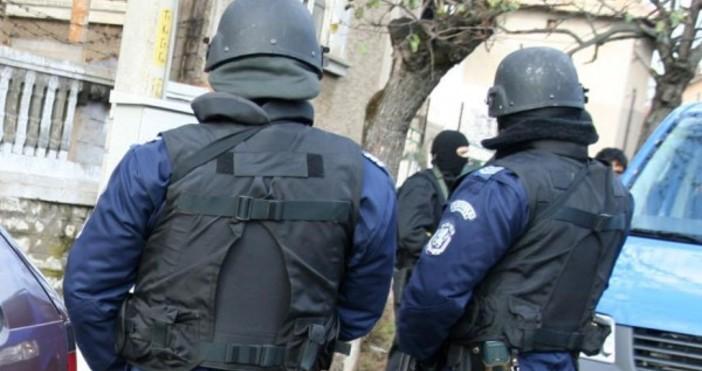 Шестима души са обявени за издирване след напрежение между роми