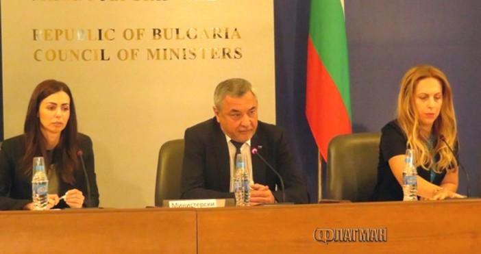 Снимка: ФлагманВицепремиерът Валери Симеонов посече законопроект на Цветан Цветанов и
