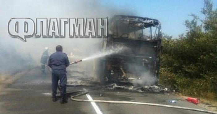 Снимка Флагман.бгАвтобус пламна на главния път Бургас - Поморие. Инцидентът