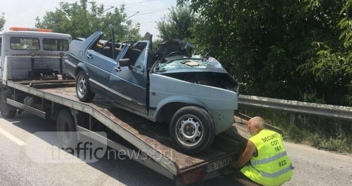 Снимки ивидео:TrafficNews.bgСтрашна е картината на мястото, където днес в 11.40