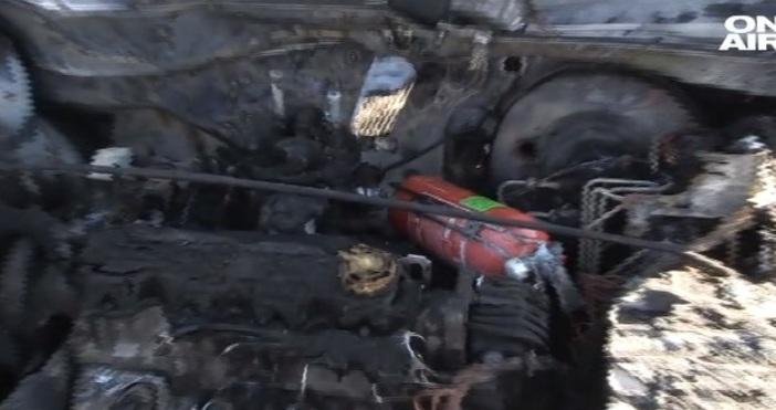 Автомобил се запали в движение на международния път в Русе,