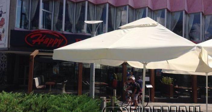 """Снимка Флагман.бгРесторант """"Хепи"""", който се помещаваше в хотел """"България"""", днес"""