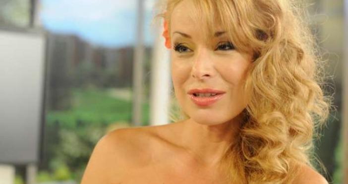 Крадци са ограбили дома на телевизионната водеща Мира Добрева.Наглите обирджии