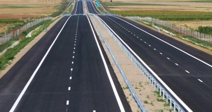 Остават в сила някои ограничения за движението по пътищата. Това