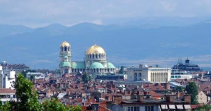 """Източник: DW""""Българската икономика се развива главоломно. Все повече чуждестранни фирми"""