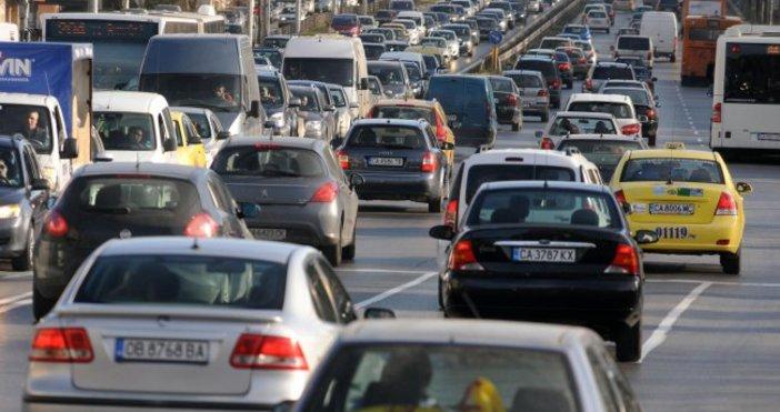 monitor.bgЗамърсяващите автомобили ще бъдат ограничавани в централните части на София.
