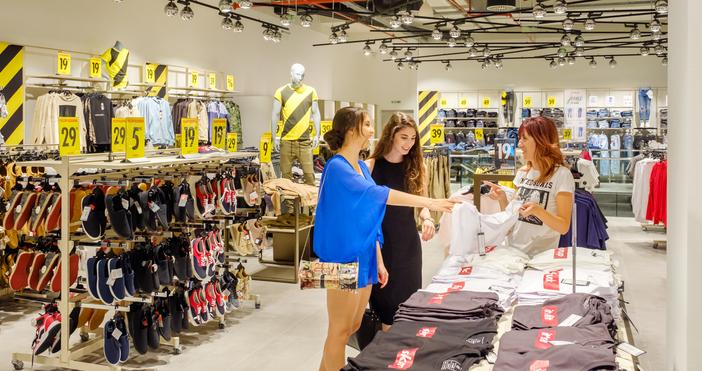 В горещия август търговско-развлекателният център на Мол Варна ЕАД за