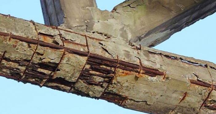 В интернет се появи снимка на оцеляла част от моста