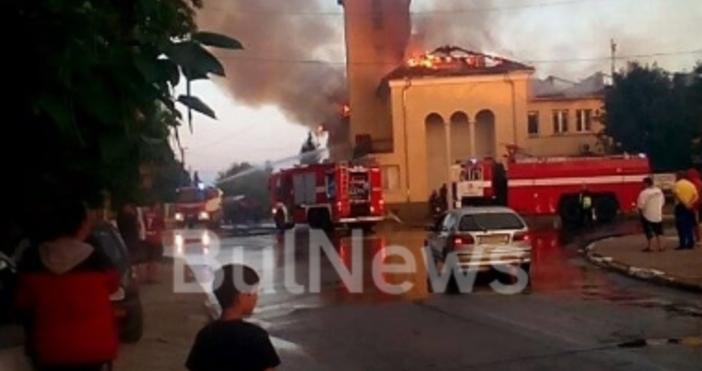 Кадри на унищожителния пожар в село Гложене публикува Bulnews.bgНа снимките