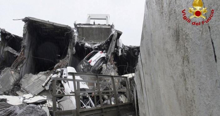 Скъсан тирант на моста е довел до рухването му и