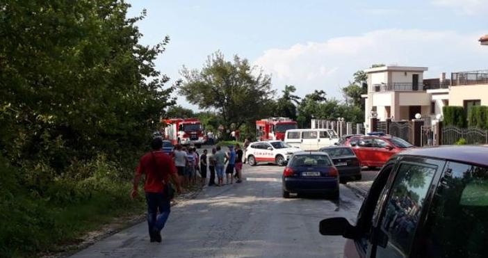 Загиналият пожарникар е на 48 години. Той е бил затиснат