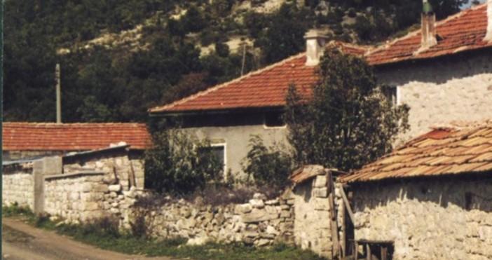 Снимка БулфотоТова с празните къщи си е истинска национална катастрофа