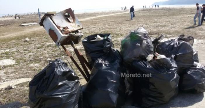 Варненци организират кампания за почистване на езерния и централния плаж