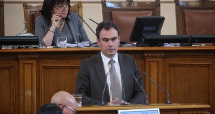 Снимка БулфотоНе можем да заметем ситуацията с оставката на зам.-шефката