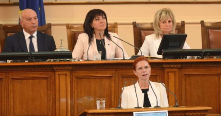 Парламентът освободи Ралица Агайн от поста заместник-председател на Комисията за