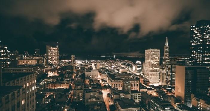 СнимкаPixabay.comТъмно и студено е. Алармата на часовника звъни, а часът